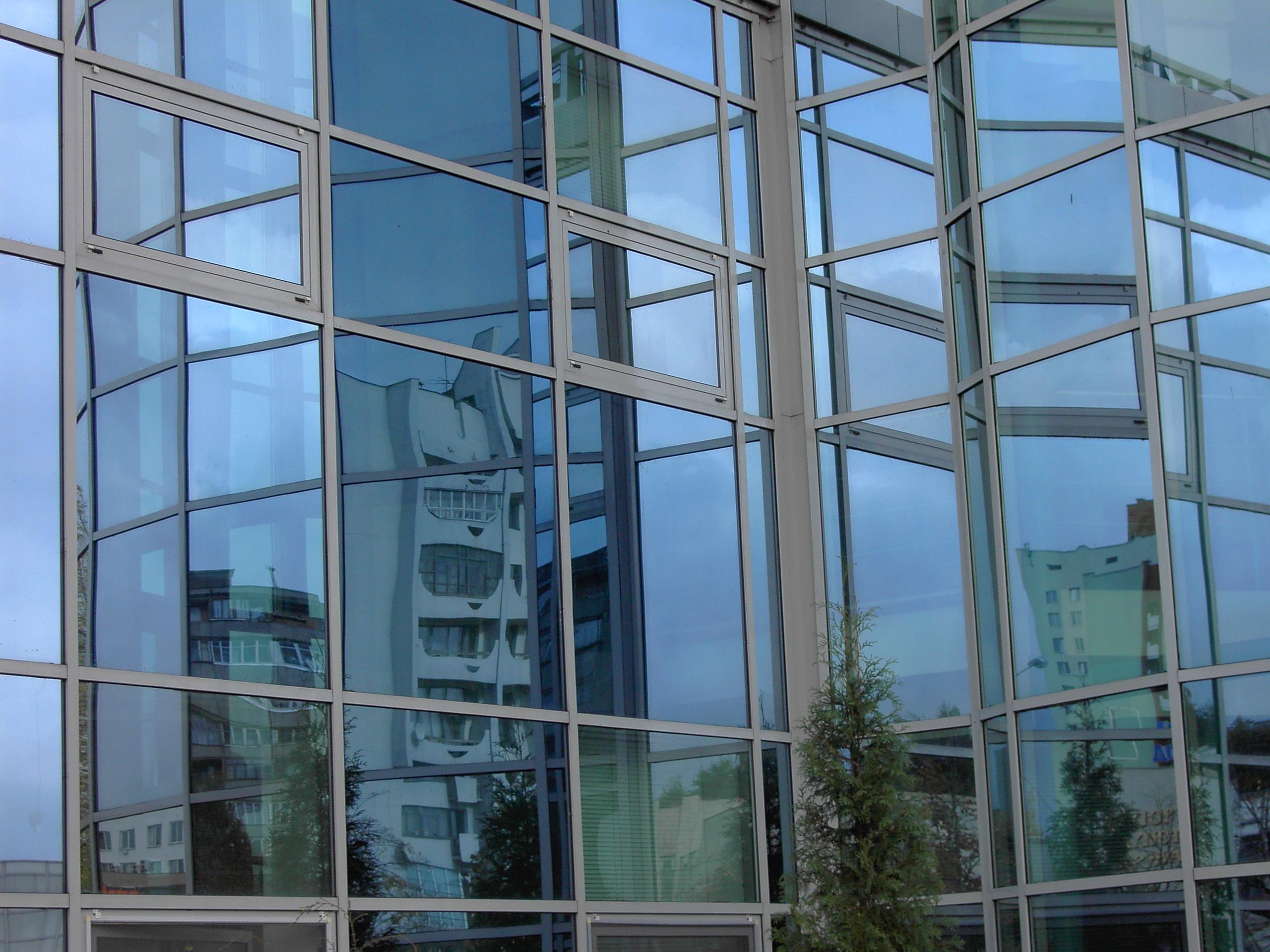 В День города в Минске будет работать фотовыставка «Минские окна. Отражения»