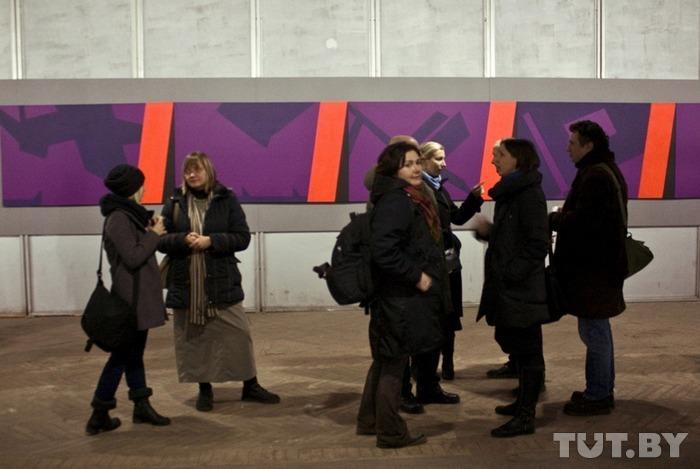 Современный подход. Работы 15 лучших белорусских художников разместили в заводском цехе