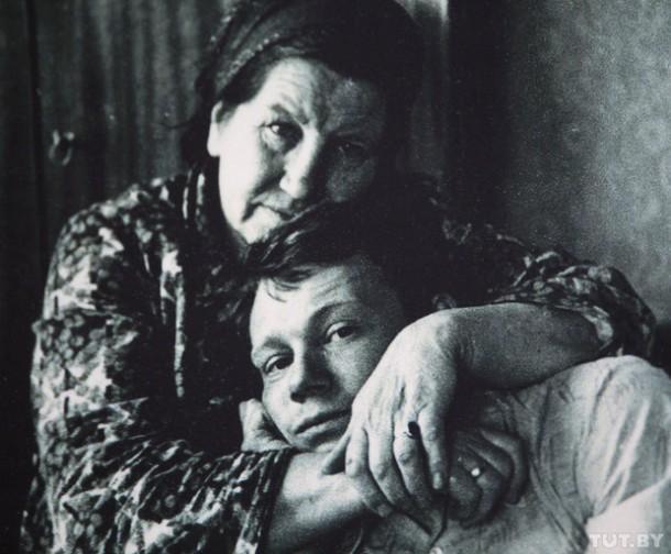 Владимир Жбанов с мамой.