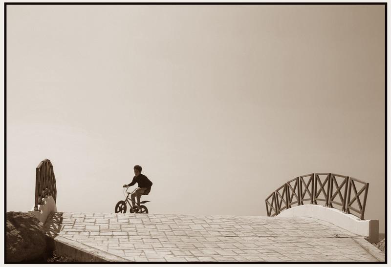 """Вадзім Качан З серыі """"Свята горада"""". Фота, ламінацыя, пенакардон. 53,5х82,5. 1987—2007. Беларусь"""