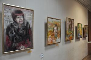 В Минске открылась выставка портретов Оксаны Аракчеевой