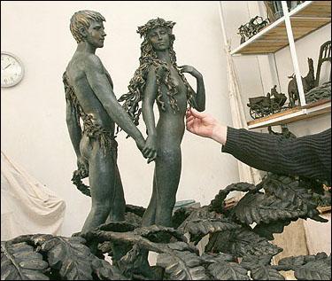 Рабочая модель скульптуры «Золотой трилистник»